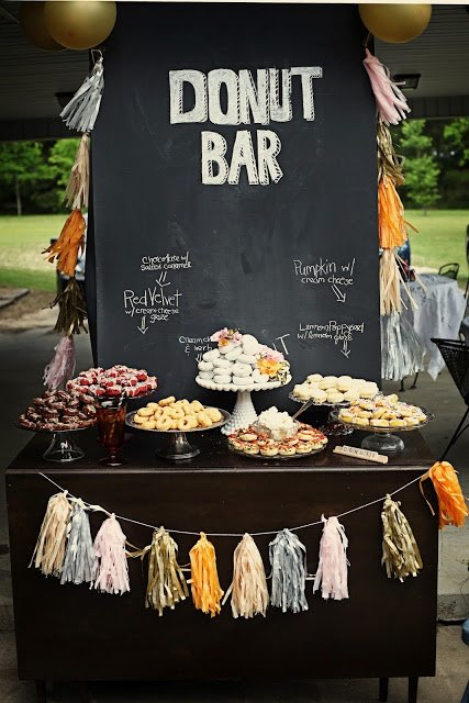 Barra de donuts: Solo donas en la barra de postres, que delicia. Foto: ramzrevell.blogspot.com