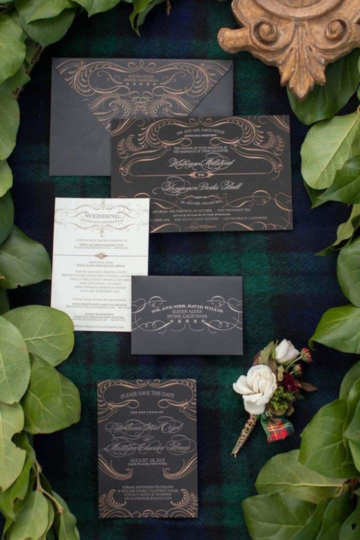 Set de impecable elegancia: Bellísimo conjunto de invitaciones de boda en negro y dorado