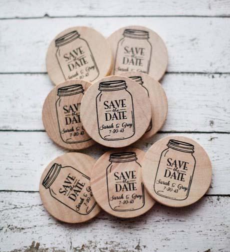 expresa tu personalidad con estos encantadores Save the Date hechos en imanes con Mason Jars