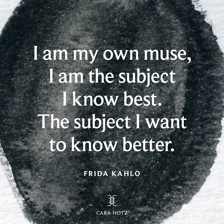 Frases celebres de Frida Kahlo: Soy mi propia musa. Soy la persona que mejor conozco. Soy la persona que quiero mejorar. Frida Kahlo