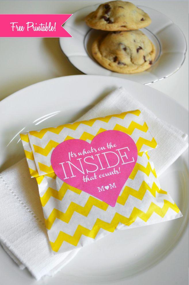 Galleta dentro de un sobre personalizado como souvenirs para bodas y muy económico