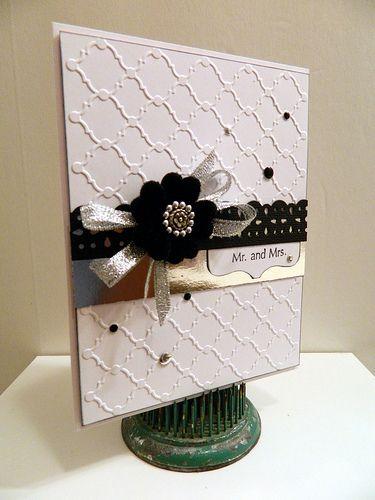 Espectacular combinación de relieves, colores y texturas. Invitaciones de boda elegantes con monograma de Sr y Sra
