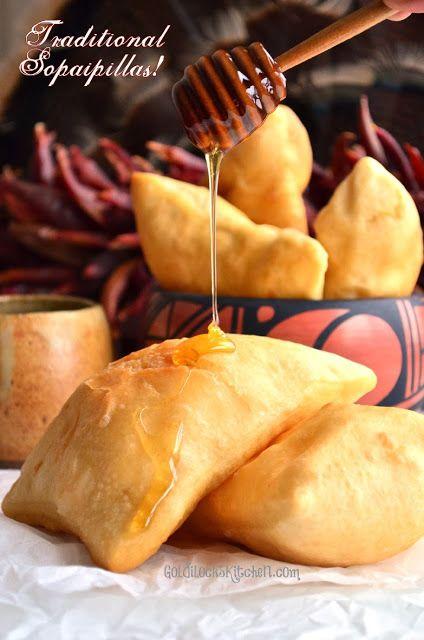 Auténticas sopapillas mexicanas muérdeles la puntita y rocíalas con mas miel