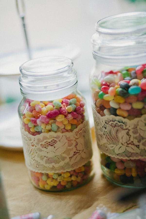 Candy bar para bodas estilo vintage. Foto rocknrollbride.com