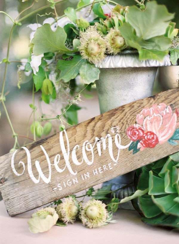 ¿Que opinas de este simple cartel de bienvenida para boda? Foto: stylemepretty.com