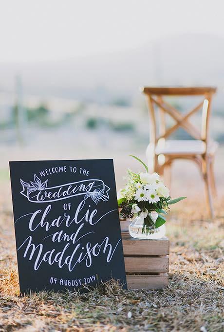Cartel para boda campestre con pizarra y tiza - Jess Jackson Photography