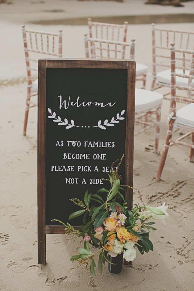 Carteles para bodas boho en la playa - Fotografía: burnettsboards.com