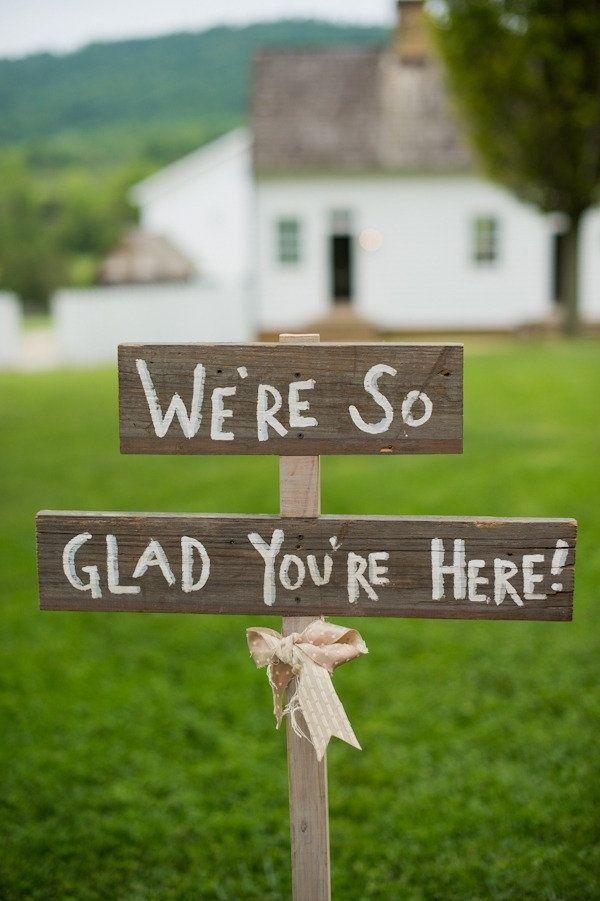 Dar la bienvenida a tus invitados es simple... y original! Inspirate en estas ideas de carteles de bodas