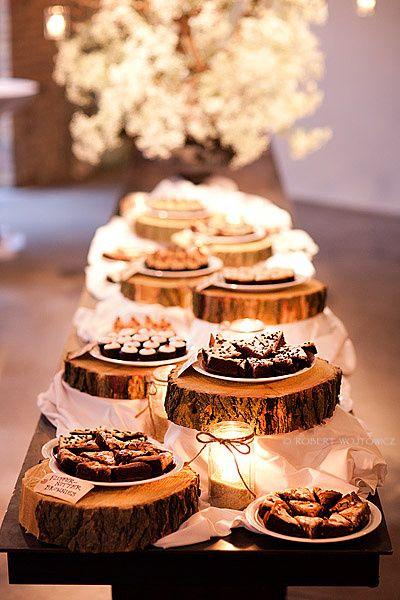Como hacer una mesa de dulces para boda. Una barrade postres con galletas y pastelitos son una opción super romántica y deliciosa. Foto Etsy.com