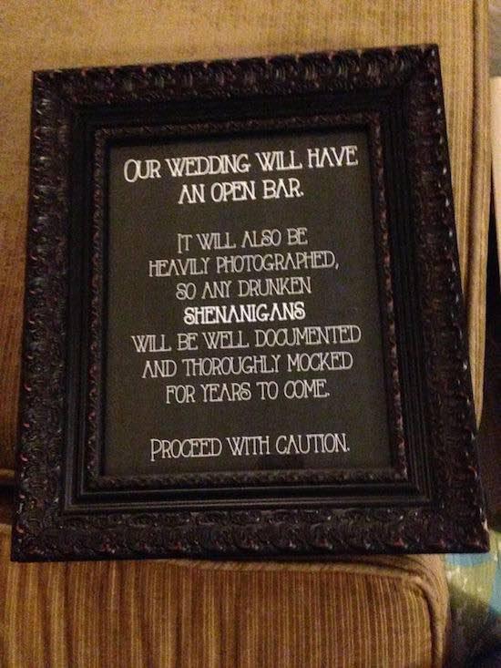 Gracioso cartel de bodas que pondrá una sonrisa en las bocas de tus invitados - Foto Huffingtonpost.com