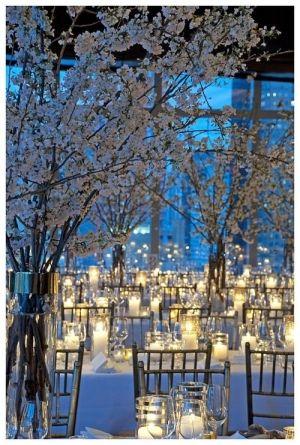 Decoración con velas para bodas: Una boda blanca, llena de velas para decorar una boda con luces.