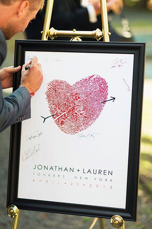 Libro de firmas para bodas hecho con un hermoso corazón conjugando las huellas dactilares de los novios que se transformaran en un hermoso recuerdo de la boda