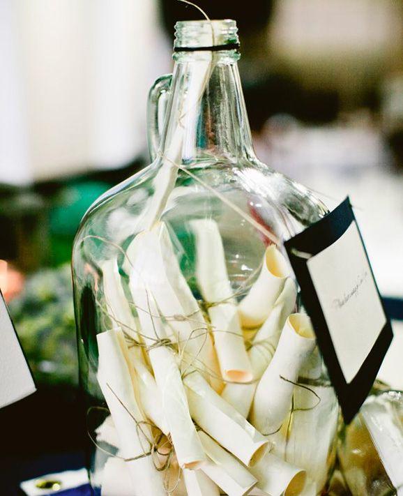 """Libros de firmas para bodas con mensajes de los invitados dentro de una botella para los novios. Un libro de firmas original para bodas... """"si pudiera guardar el tiempo en una botella""""... ;) ¡ahora guardarás los mensajes!"""