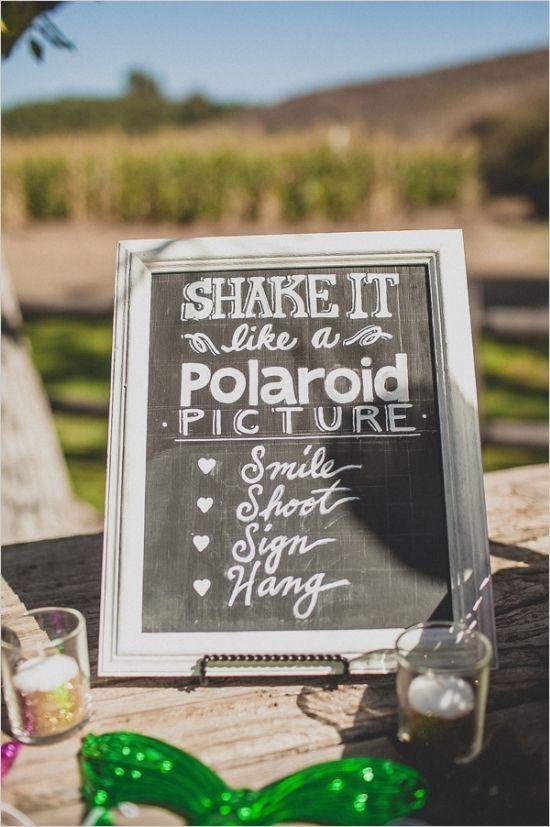Ideas originales para bodas de fotografias instantaneas divertidas de los invitados usando bigotes y labios
