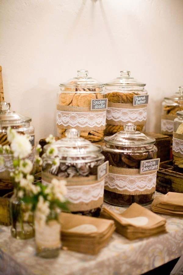 Mesa de dulces con galletas. Foto ruffledblog.com