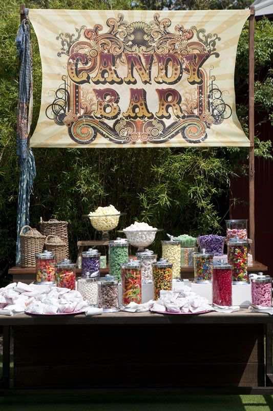 Mesa de dulces para boda. Candy bar para bodas con estilo. Foto thedesigndepoteventhire.com.au