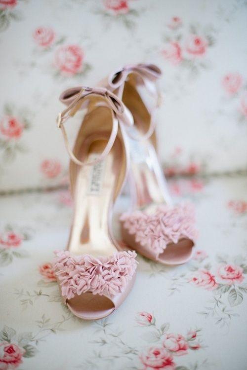 Muy delicadas en rosado de Badgley Mischka para tus zapatos de boda