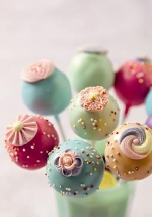 Coloridos cake pops. 20 ideas de cake pops y una receta facilisima!