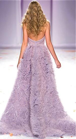 Maravillosos vestidos de novia de Luisa Baccana en lila con espalda descubierta
