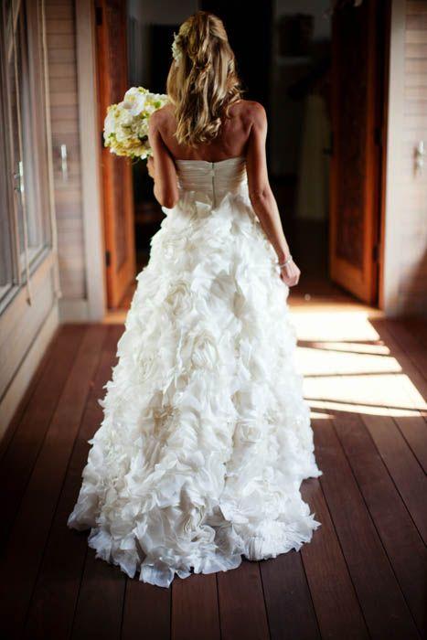 Para las mas clásicas un poco de espalda al descubierto y volumen en la falda es suficiente para un inolvidable vestido