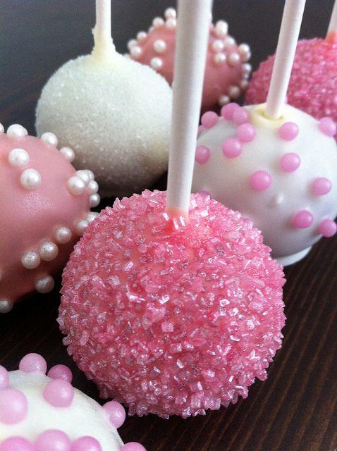 Relleno de pink velvet o terciopelo rosa y cubierto con asperjas rosadas de Love from the Oven