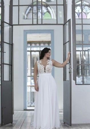 Un ejemplo de lo fabulosa que puede lucir una novia rellenita - vestido con encaje de crochet de Darius Cordell