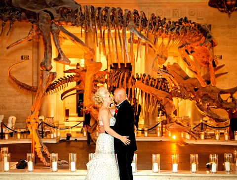 Una boda original en el La Brea Tar Pits and Museum en Los Angeles