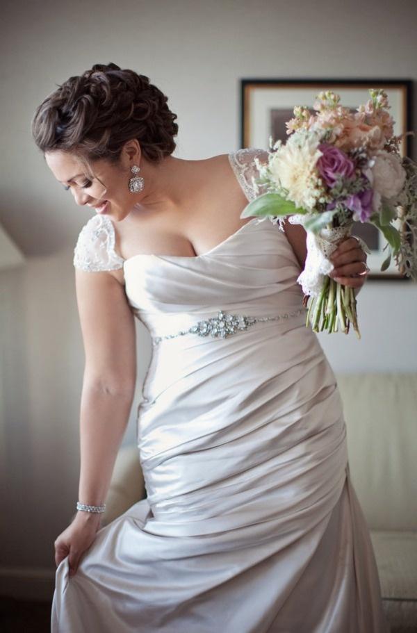 Y mas fruncidos para los vestidos de novia gorditas. Absolutamente fabulosos.