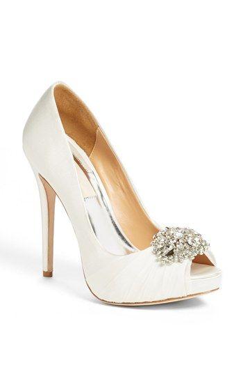 los zapatos para ir de boda más alucinantes e invitadas felices!