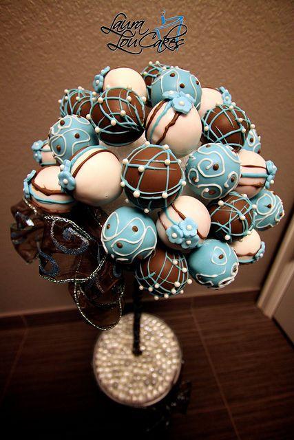 Arbol de cake pops para la mesa de dulces de Laura Lou Cakes. ¡Que delicia!