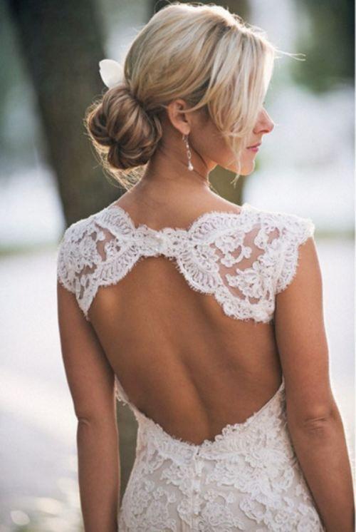Detalle en la espalda del vestido de novia. No te pierdas esta colección de vestidos de novia con espalda descubierta