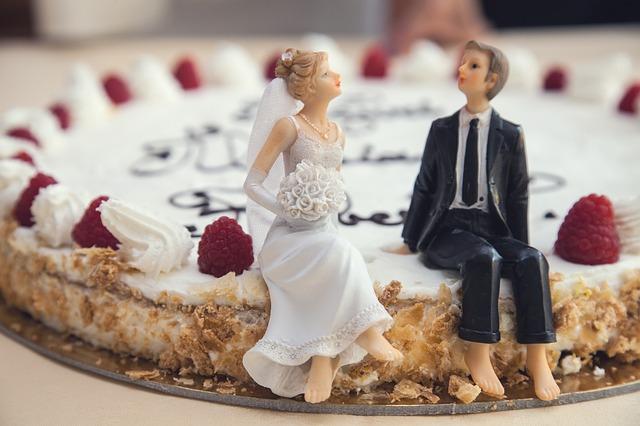 ¿Te olvidaste de presupuestar para los muñequitos de boda? 9 Inesperados Gastos de Bodas para Tener en Cuenta