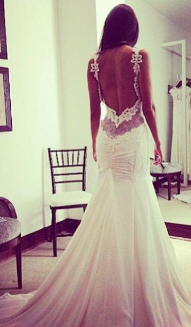 La hermosura de los detalles. increible detalle en este vestido de novia con espalda descubierta.