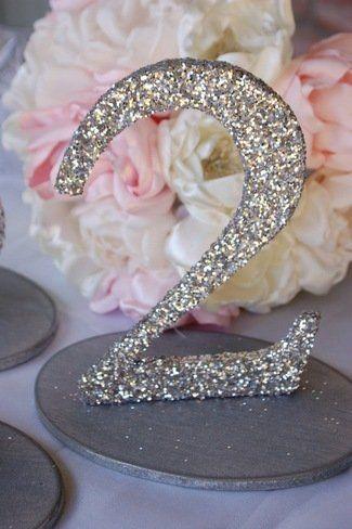 Brilla en el dia de tu boda con estos números para mesas de boda con glitter