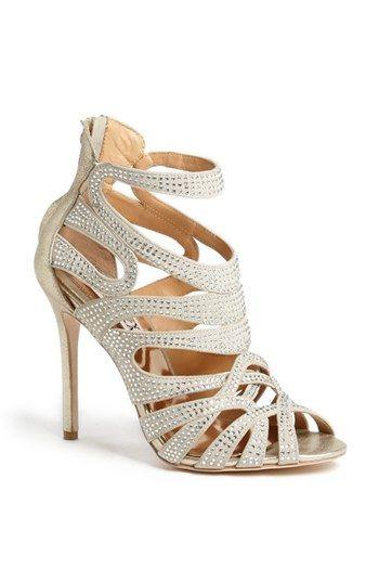 ¿Que tal estos zapatos para invitadas de Badgley Mischka?