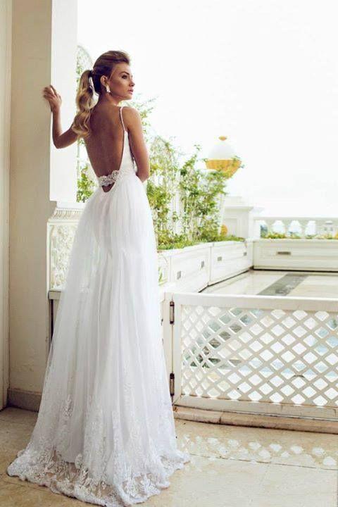 Vestido de novia con espalda descubierta para una boda de día