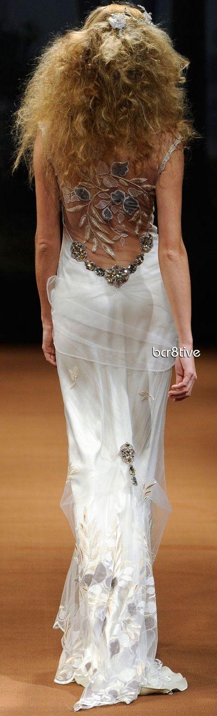 Una espalda con mucha actitud . vestido de novia estilo tattoo lace en la espalda