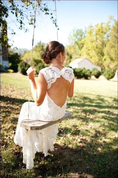 Vestidos de novia con espalda descubierta con tul bordado.