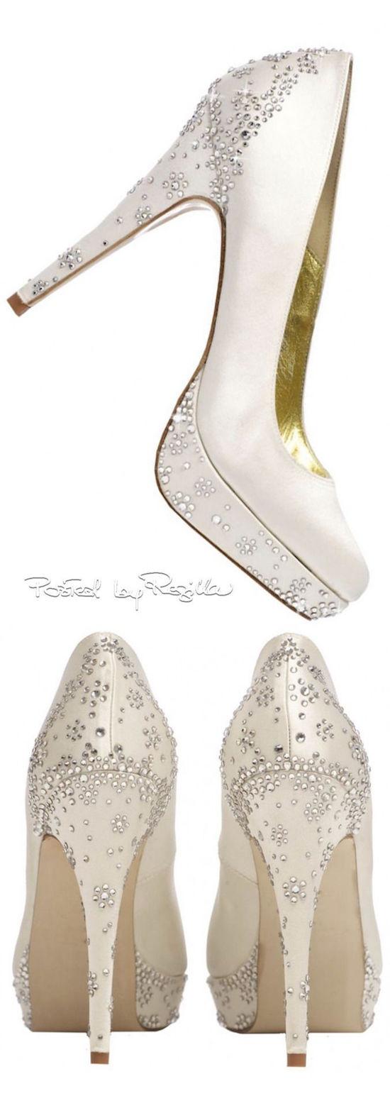 Zapatos para novias con tacón, plataforma y delicados brillantes ¿O serán zapatos para invitadas? ;)