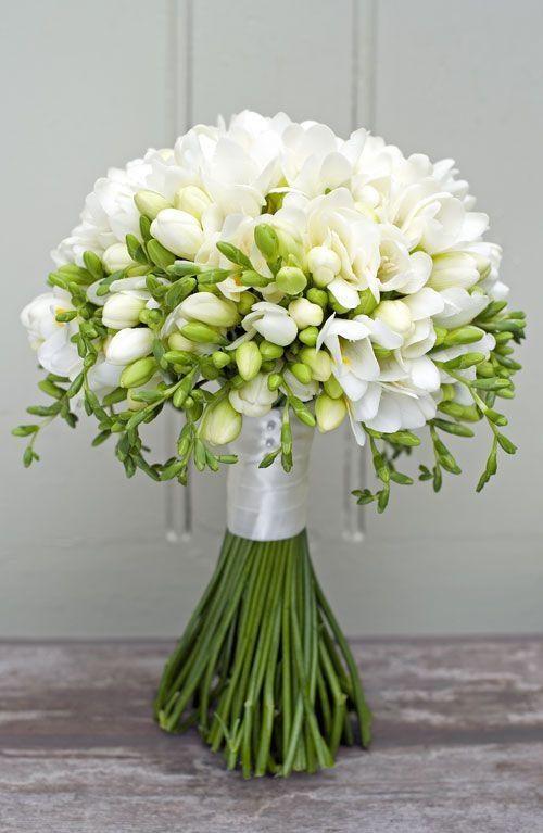 Cómo escoger el ramo de novia perfecto. Las fresias emiten un fragante aroma y no están disponibles todo el año pero son mis flores preferidas. Foto: flowerona.com