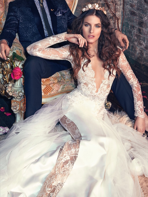 Detalle del modelo Tiger Lily de Lahav. El diseño en los encajes avasallando la mayoría del vestido cautivará a todos los invitados.