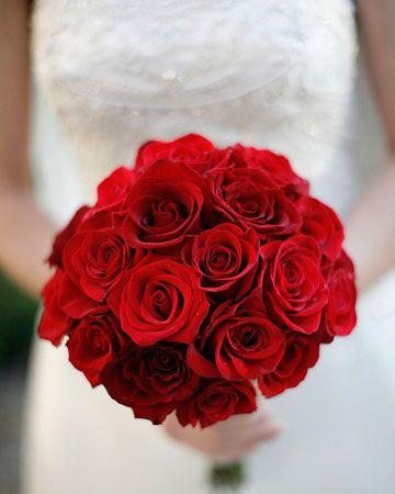 El clásico ramo de novia en rosas rojas. Foto: itakeyou.co.uk