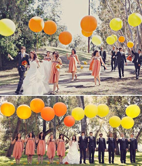 El cortejo completo en esta foto de bodas con globos gigantes. Foto: aislinnevents.com