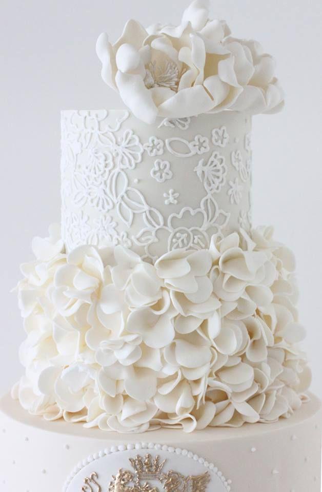 Espectacular torta de bodas en blanco de tres pisos