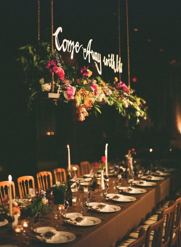 ¿No es el sueño perfecto de una boda wanderlust? Flores colgantes para bodas 2016.