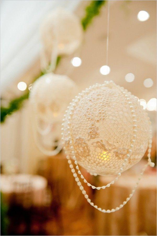 Singularidad en diseño. Globos con encaje y perlas para la decoración del salón de bodas. 32 Propuestas de Decoración de Bodas con Globos. Foto: weddingbells.ca