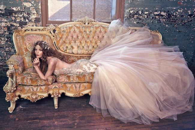 Jewel, un homenaje a Louis Comfort Tiffany. Este vestido de novia es exactamente lo que su nombre indica, una joya. Descubre porqué.