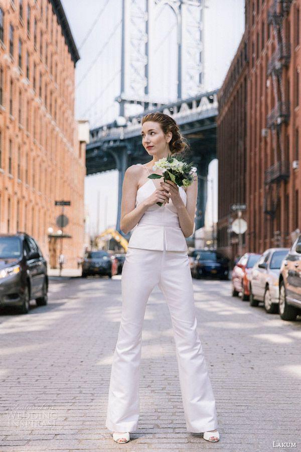 Jumpsuit para novias de la colección de Lakum 2016. ¡Vivan los pantalones para novias!
