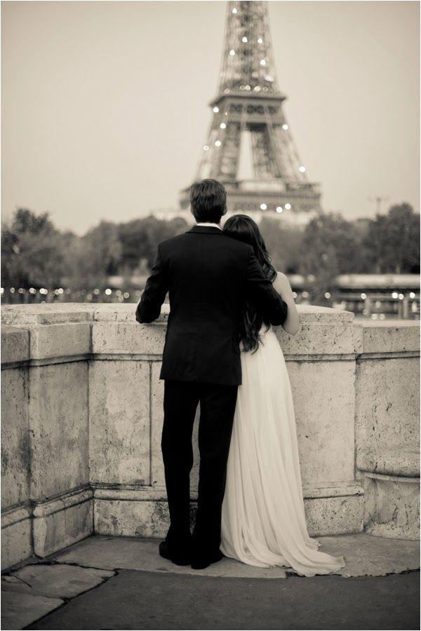 Para el compromiso una sesión de fotografía en Paris. Fotografía: Juliane Berry Photography via lemagnifiqueblog.com