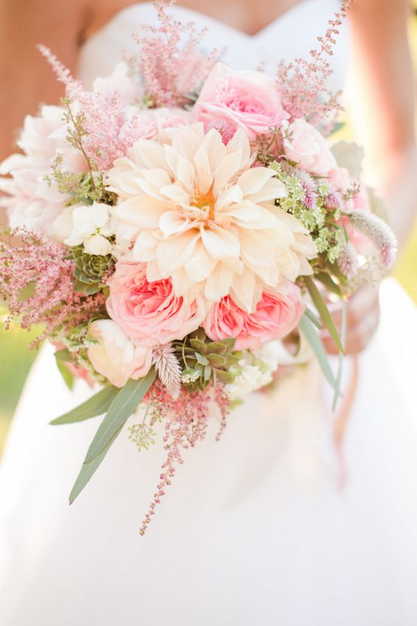 Cómo escoger el ramo de novia perfecto: Ramo de novia de una boda rústica en Virginia. Foto: southernweddings.com